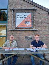 """ondertekening samenwerkingsovereenkomst """"Heerschap Verbindt!"""" door Paul Smeets (Scouting St. Maarten) en Tom van der Putten (Heerschap Groep)"""